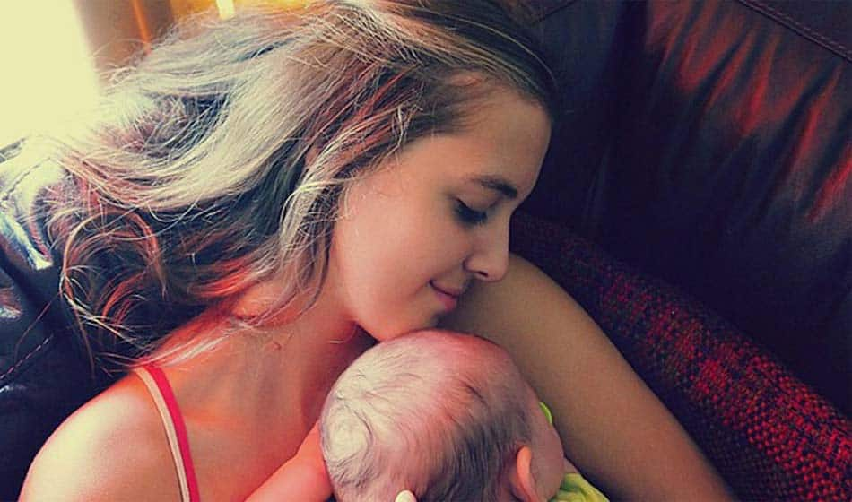 Importance du contact physique mère-bébé,conséquences sur l'attachement et l'allaitement,ou: Serre-moi fort!