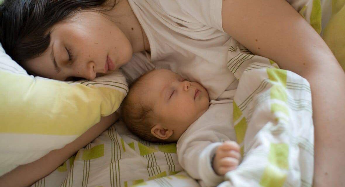 """Doit-on """"apprendre à dormir"""" aux enfants ?"""