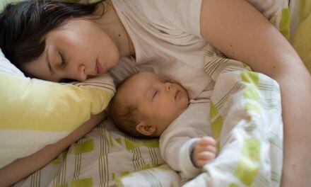 Le sommeil des bébés (allaités) et de leurs parents